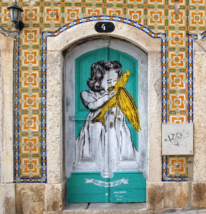 25 portas com intervenções artísticas