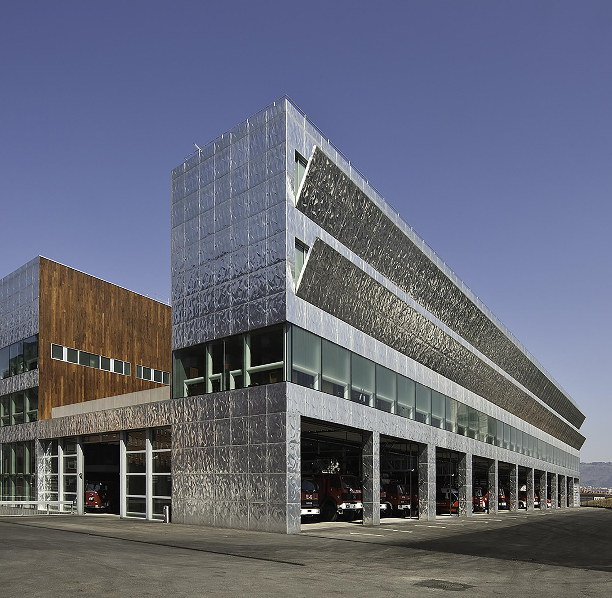 Firemen House  / Coll-Barreu Arquitectos, Courtesy of Coll-Barreu Arquitectos