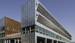 Casa de los Bomberos  / Coll-Barreu Arquitectos
