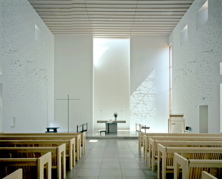 Light Matters: Whiteness in Nordic Countries, Dybkær Church, Silkeborg, Denmark. Architecture: Regnbuen Arkitekter. Image © Henry Plummer 2010