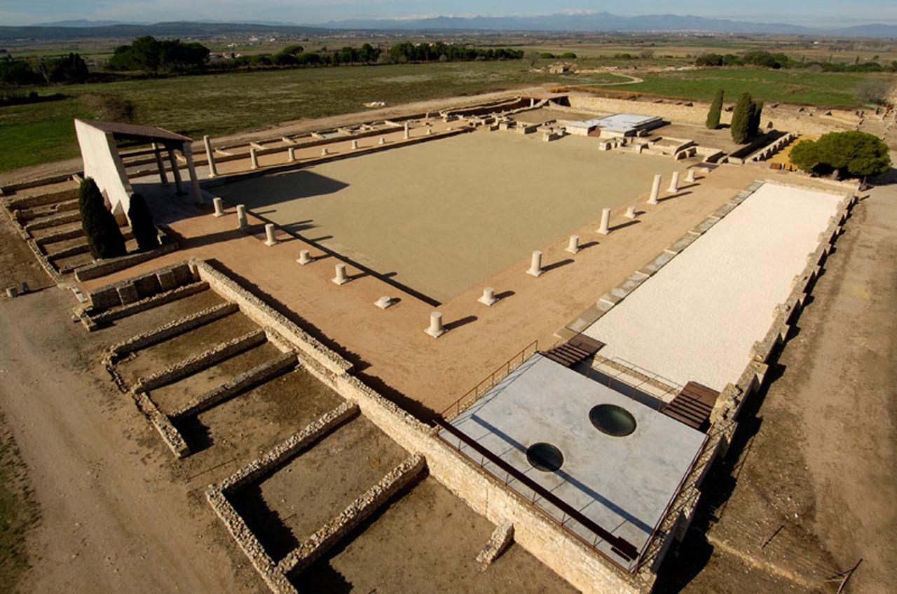 Paisaje y Arquitectura: Restauración del Fórum Romano de Empúries por Lola Domènech , © Adrià Goula