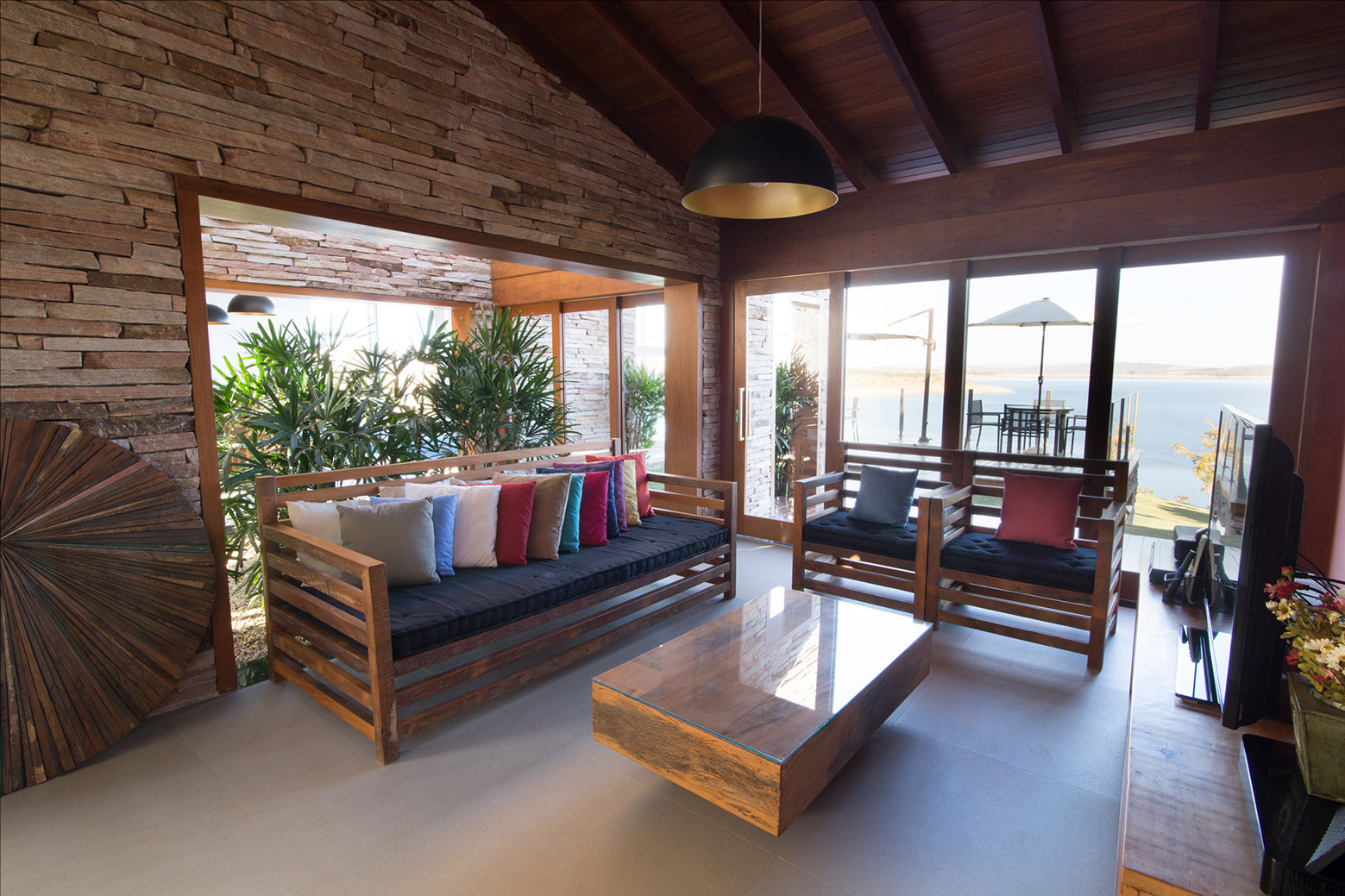 Gallery of canyons do lago house mutabile arquitetura 7 for Carlos house lagos