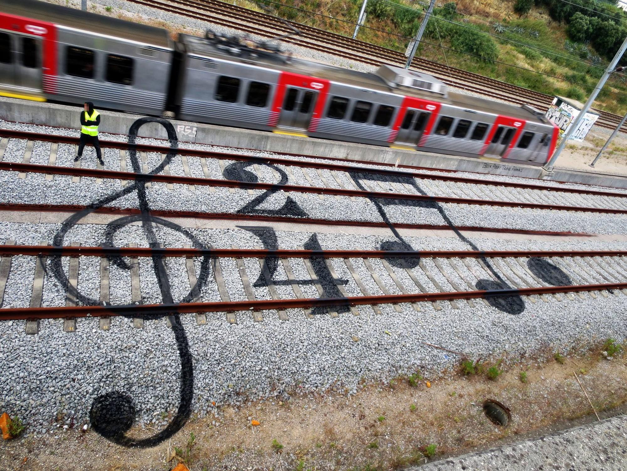 """""""Tracks"""": Grafites que transformam trilhos de trem em galerias de arte, Música Online. Image Courtesy of Aka Bordalo II"""