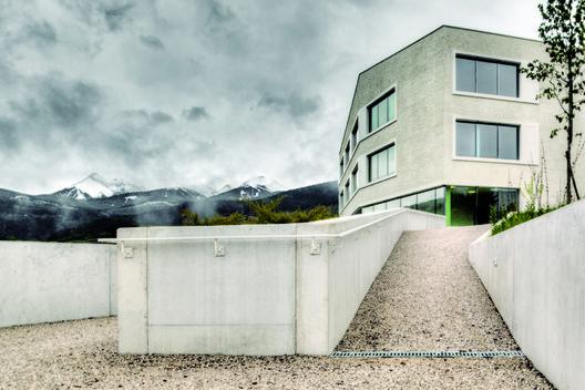 Rodeneck School  / Pedevilla Architects