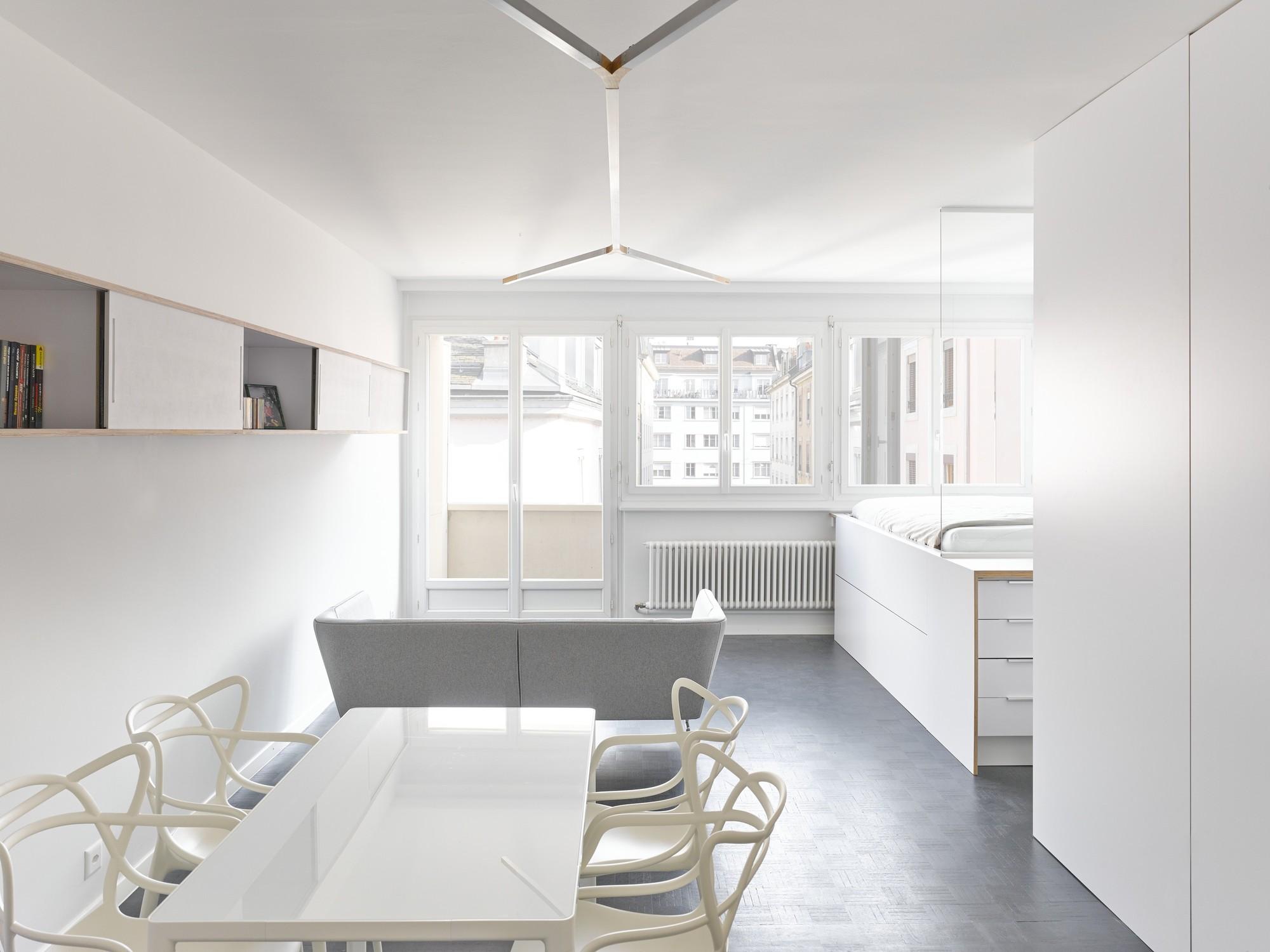 Geneva flat freaks freearchitects archdaily for Casa moderna total white