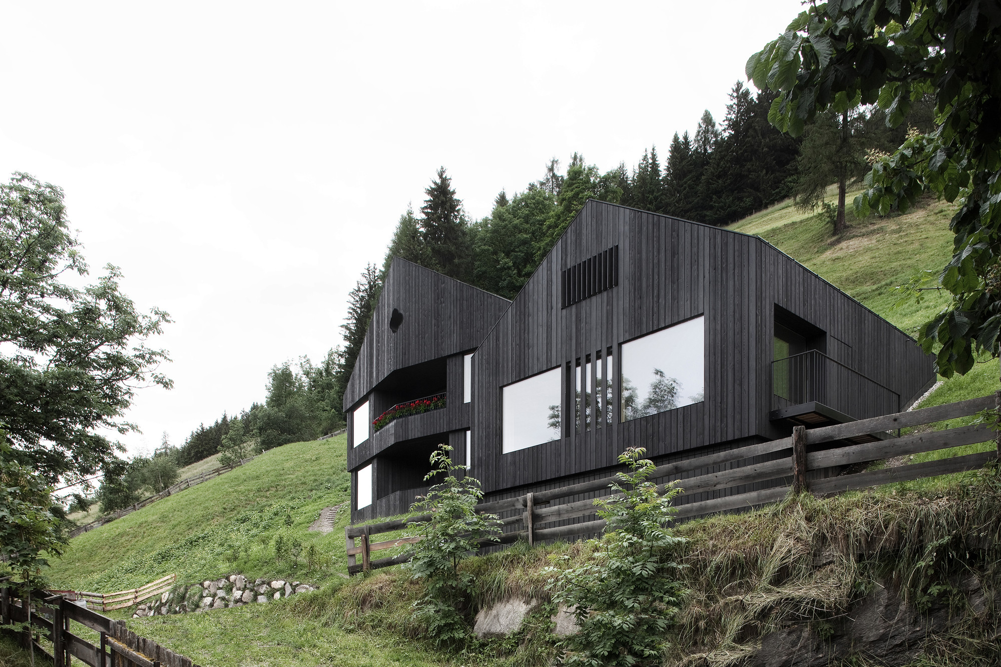 Alpine Cabins / pedevilla architekten, © Gustav Willeit