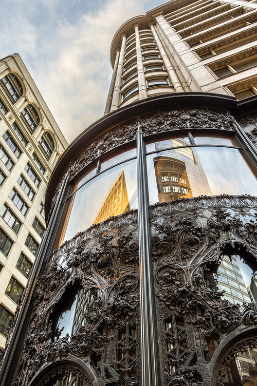 The Carson Pirie Scott Building in Chicago, Illinois. Image © Flickr CC User Chris Smith