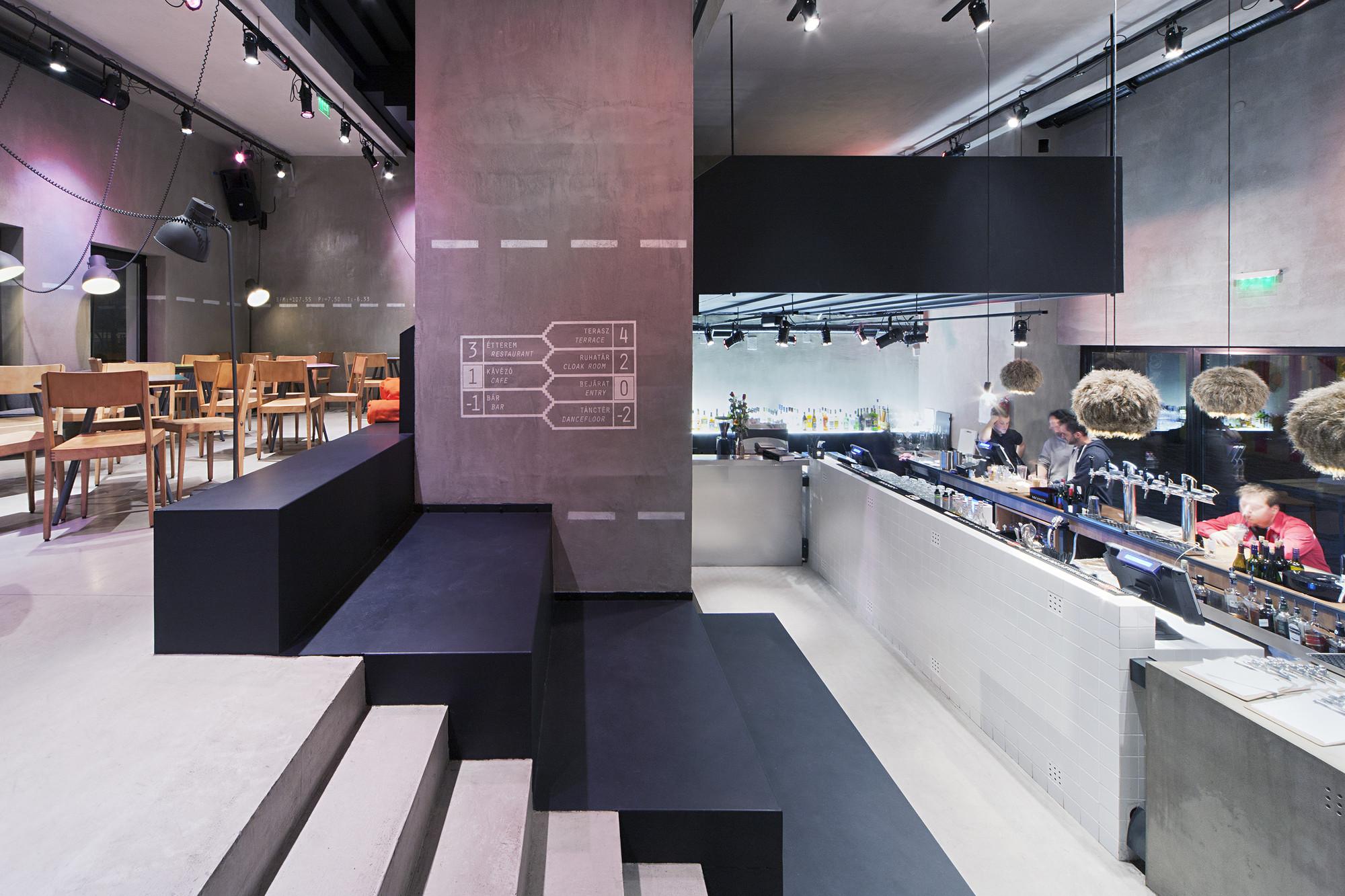 Kocka Bar / MINUSPLUS, © Tamás Bujnovszky