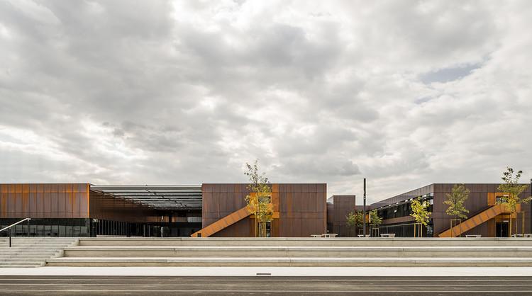 Escuela Secundaria Pública de Labarthe-sur-Lèze / LCR Architectes, © Sylvain Mille