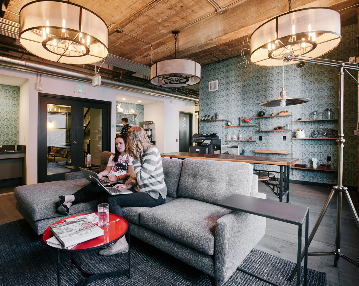"How Will We Design The Offices of the Future?, 2014: A typical WeWork office space. O'Neill predicts that such ""ambiguous"" offices are likely to confuse the next generation entering the workforce by decade's end. Image Courtesy of WeWork"