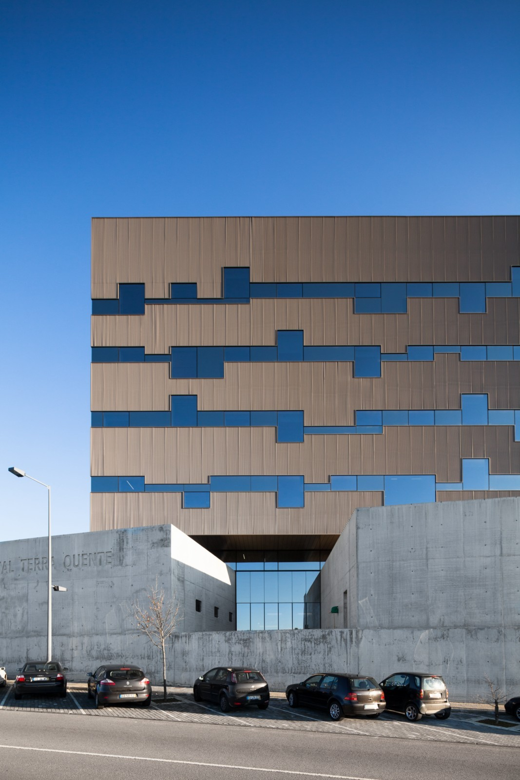 Private Hospital Terra Quente / Pitagoras Group | ArchDaily