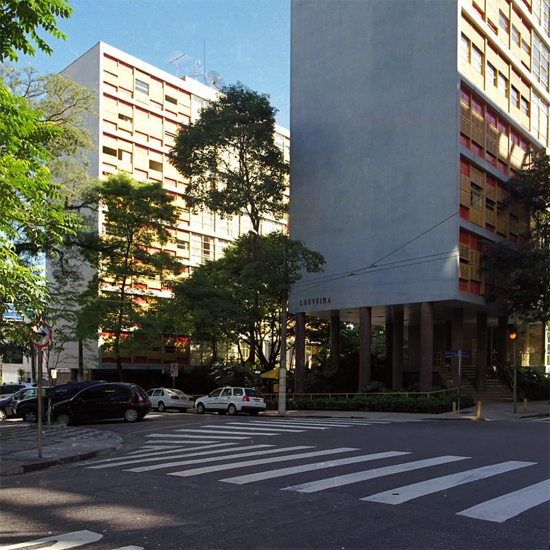 Arquitectura brasilera y espacio público, Edifício Louveira, 1946. © Pedro Kok