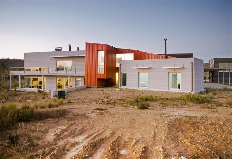 Casa y Talleres / Cláudia Melo, © Miguel d ́Aguiam