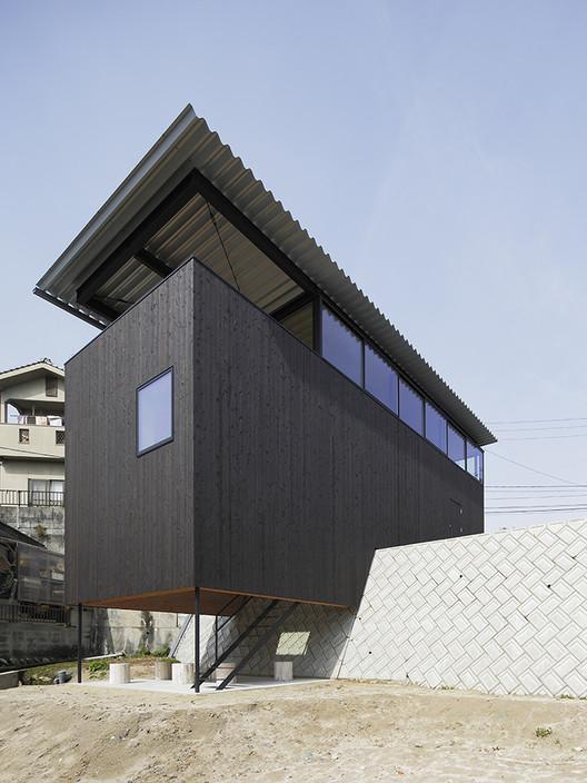 Casa en Miyake / Hidetaka Nakahara Architects + Yoshio Ohno Architects, © Kenji Masunaga