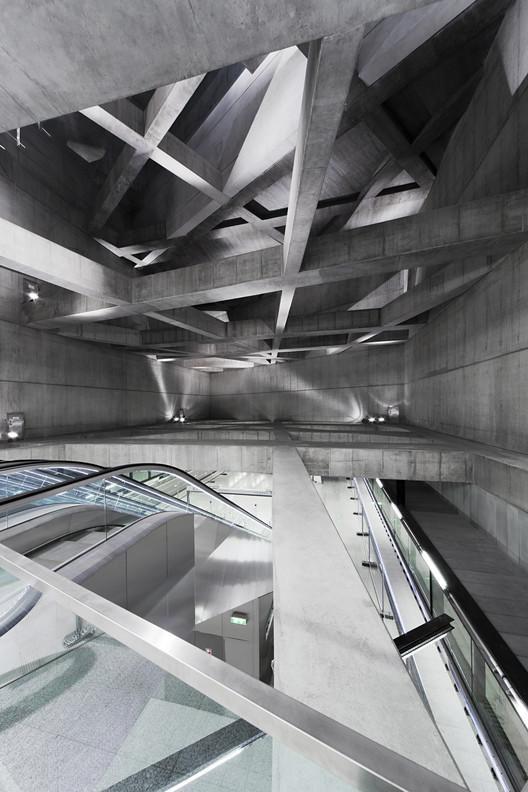 Twin Stations (Estaciones de metro, línea M4) / sporaarchitects, Estación Fovam. Imágen © Tamás Bujnovszky