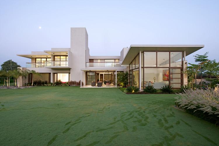 A Residência Urbana / Hiren Patel Architects, © Sebastian Zachariah