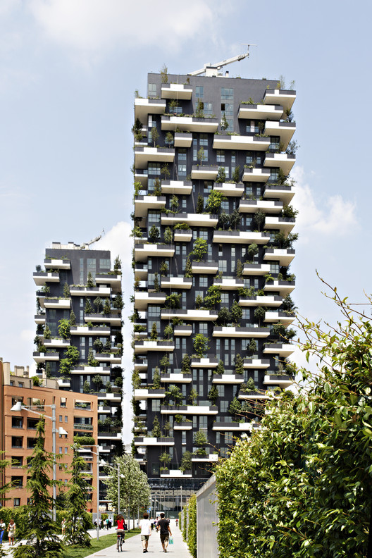 "Five Buildings Compete to be Named ""World's Best Highrise"", Bosco Verticale, Milan / Boeri Studio. Image © Kirsten Bucher"