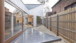 Bow House / Edwards Moore