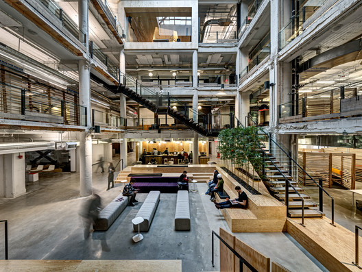 Lowe Campbell Ewald Headquarters / Neumann/Smith Architecture