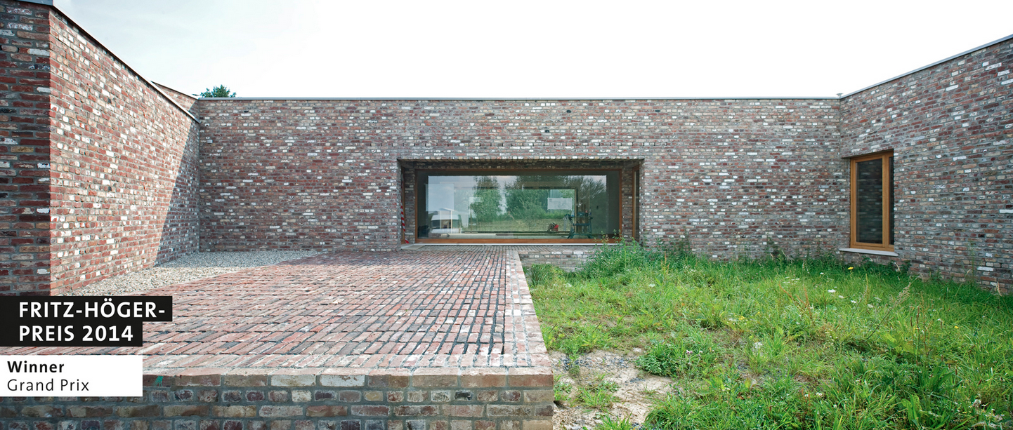 Álvaro Siza Wins Fritz Höger's Top Honors for Innovative Use of Brick, Winner Grand Prix: Álvaro Siza / Rudolf Finsterwalder, Stephanskirchen | Siza-Pavillon Insel Hombroich © Tomas Riehle