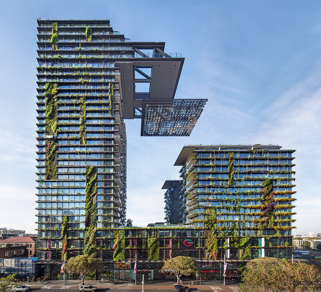 One Central Park / Ateliers Jean Nouvel , Images courtesy of Frasers Property Australia and Sekisui House Australia. Image © Murray Fredericks