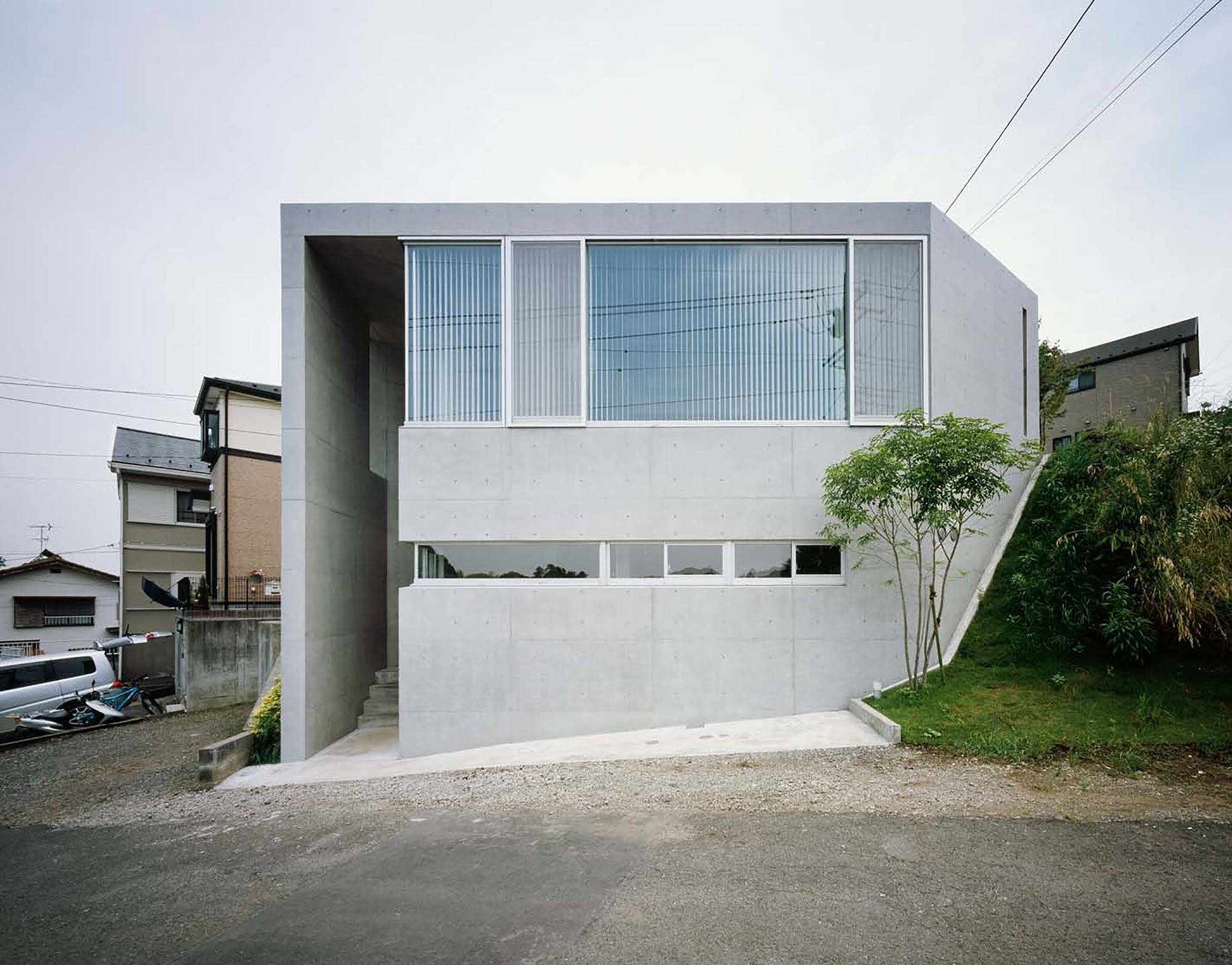 House in Atsugi / Naoya Kawabe Architect & Associates, © Takumi Ota