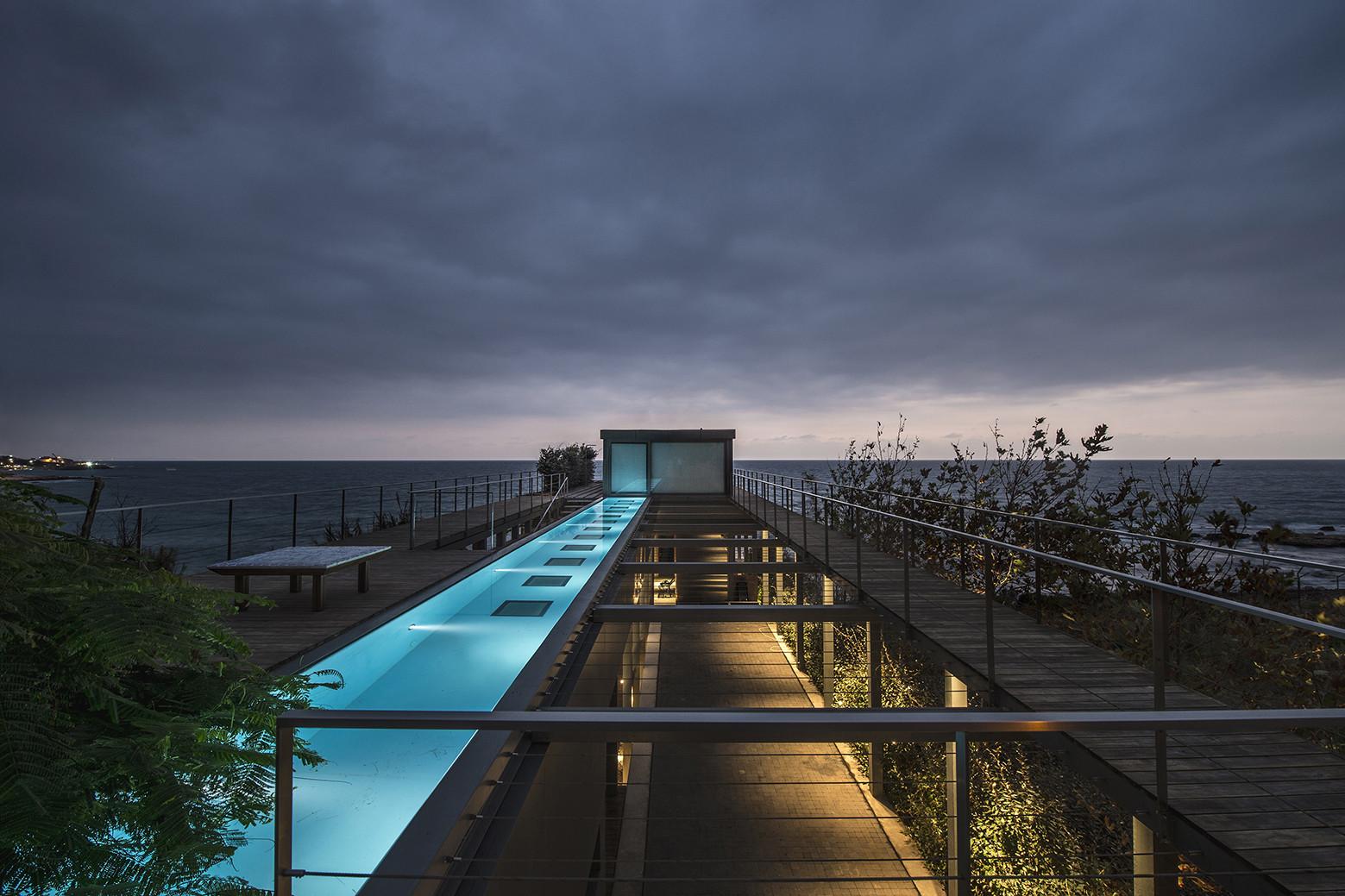 Amchit Residence / BLANKPAGE Architects