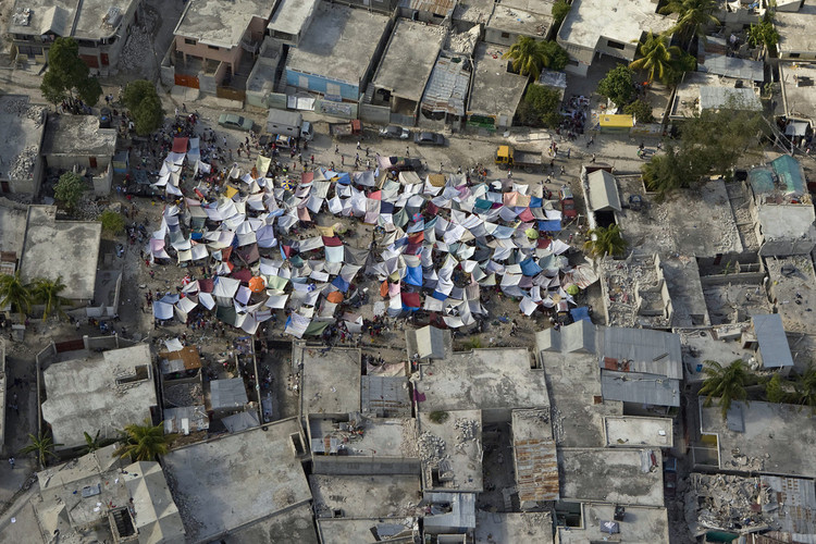 Perú: 3 de cada 5 viviendas en Lima son vulnerables a un terremoto, Refugios temporales tras el terremoto de 2010 en Haití. Image © United Nations Development Programme [Flickr]
