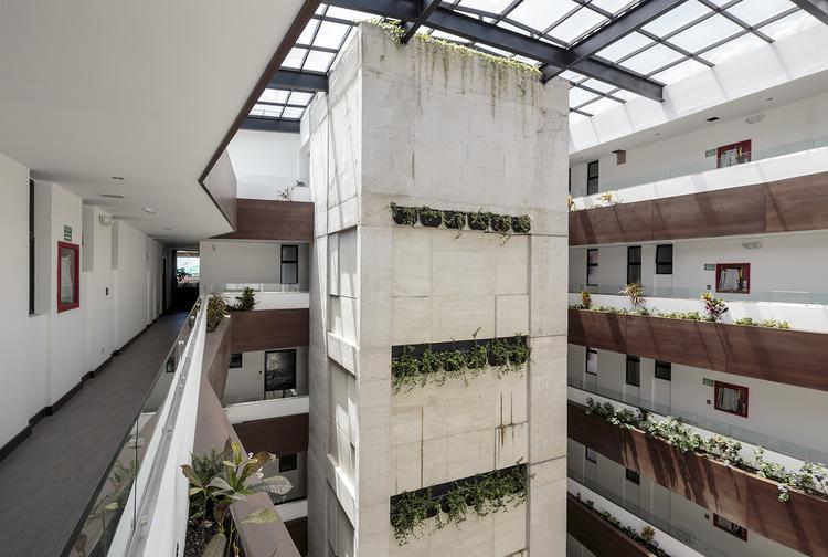 Edificio Vivalto / Najas Arquitectos, © Sebastián Crespo