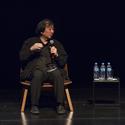 Shigeru Ban respondendo as questões levantadas pelo público após sua palestra. © Romullo Baratto