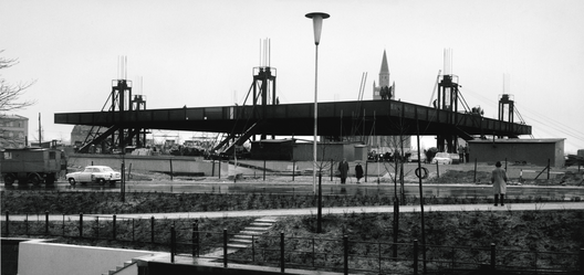 Neue_nationalgalerie__raising_of_the_roof__april_5__1967__%c2%a9_archiv_neue_nationalgalerie__nationalgalerie__staatliche_museen_zu_berlin