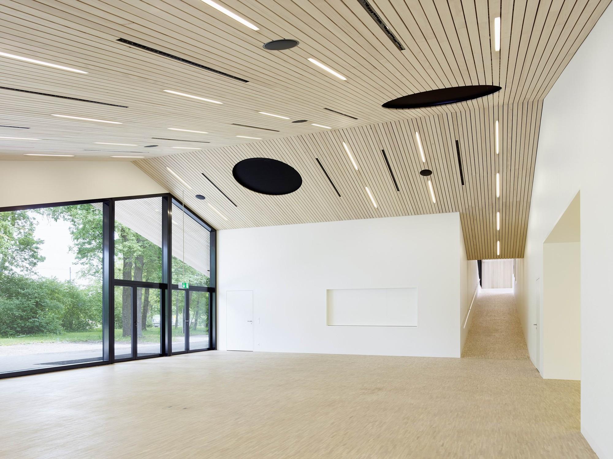 Front Building of Chliriethalle / Frei + Saarinen Architekten, © Hannes Henz
