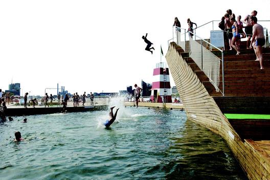 Copenhagen Harbour Bath / BIG + JDS. Image Courtesy of PLOT