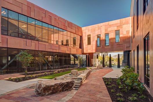 Sede norte americana e centro de distribuição da PETZL / ajc architects