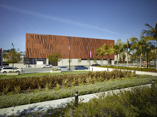 The Wallis Annenberg Center for the Performing Arts / SPF: architects