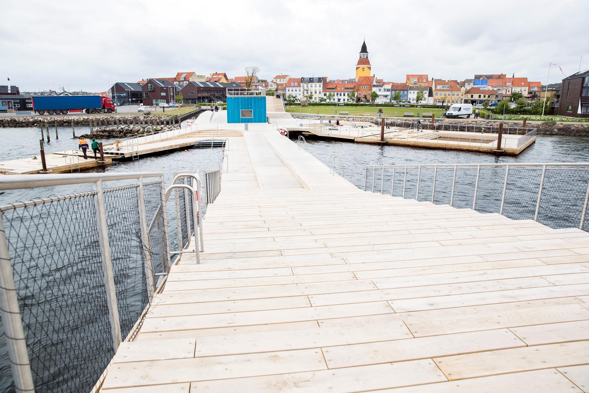 Paisaje y Arquitectura: Baños en el puerto Faaborg como vínculo entre ciudad y mar, Cortesia de JDA