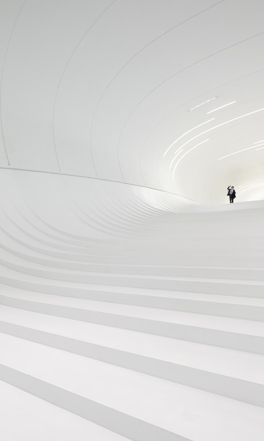 Hufton + Crow Named Architectural Photographer of Year 2014, Heydar Aliyev Centre / Zaha Hadid Architects. Image © Hufton + Crow