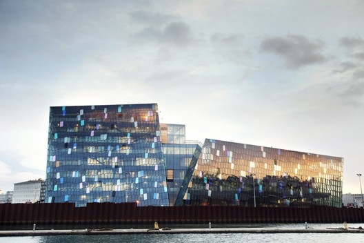 Harpa Concert Hall and Conference Centre / Henning Larsen Architects & Batteriid Architects. Image Courtesy of Henning Larsen Architects