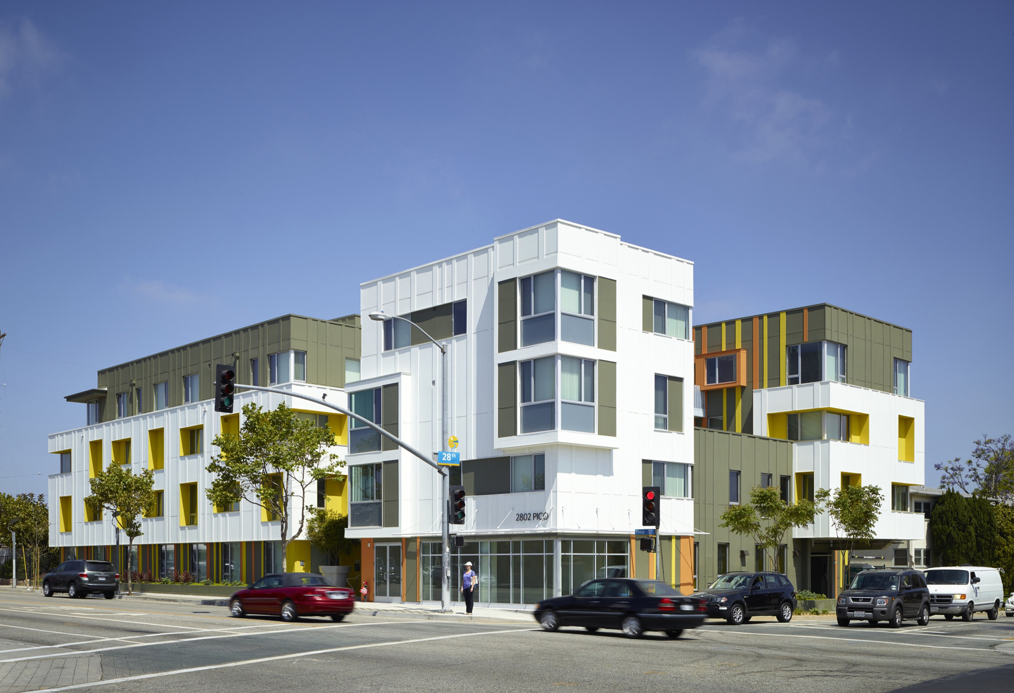2802 pico housing moore ruble yudell archdaily
