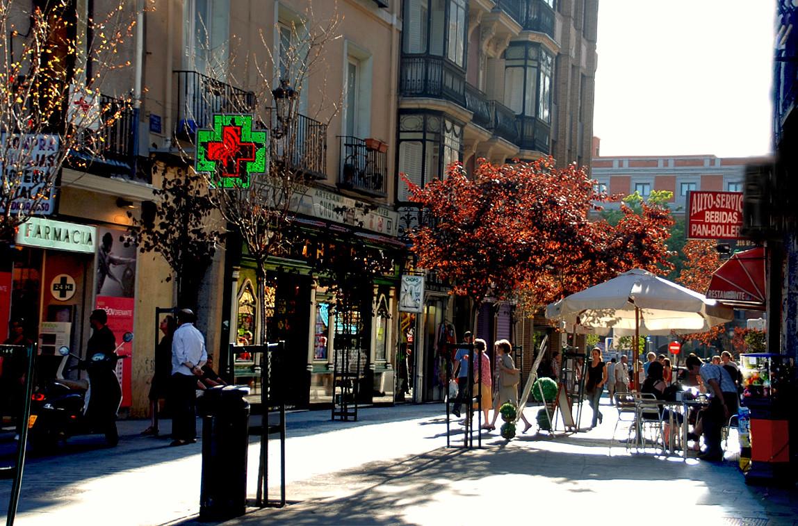 Em 2015 Madri restringirá o acesso de automóveis em 352 hectares de seu centro, Bairro Las Letras, Madri. © druidabruxux, via Flickr. Used under <a href='https://creativecommons.org/licenses/by-sa/2.0/'>Creative Commons</a>