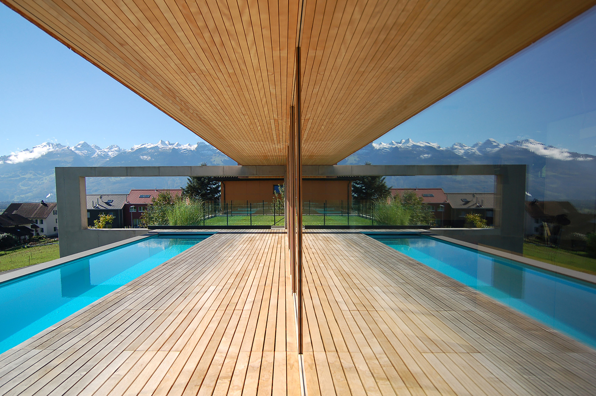 House liechtenstein k m architektur archdaily for Bois piscine terrasse