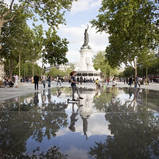 """The """"new"""" plaza now extends behind the historic statue that previously occupied its center. Image © Clement Guillaume"""