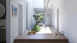 La familia como una comunidad / Jacobs-Yaniv Architects