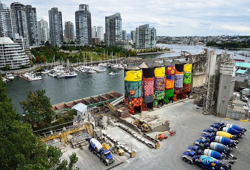 """""""Os Gêmeos"""" convertem 6 grandes silos em uma obra de arte pública"""