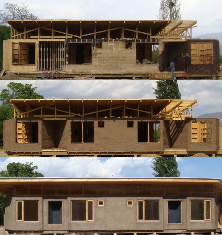 Permacultura y geometrías sagradas: un 'centro holístico' de madera, paja y adobe, © Jean Pierre Marchant y Fernando J. Romero