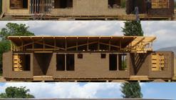 Permacultura y geometrías sagradas: un 'centro holístico' de madera, paja y adobe
