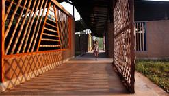 Escuela Kwel Ka Baung / Agora Architects