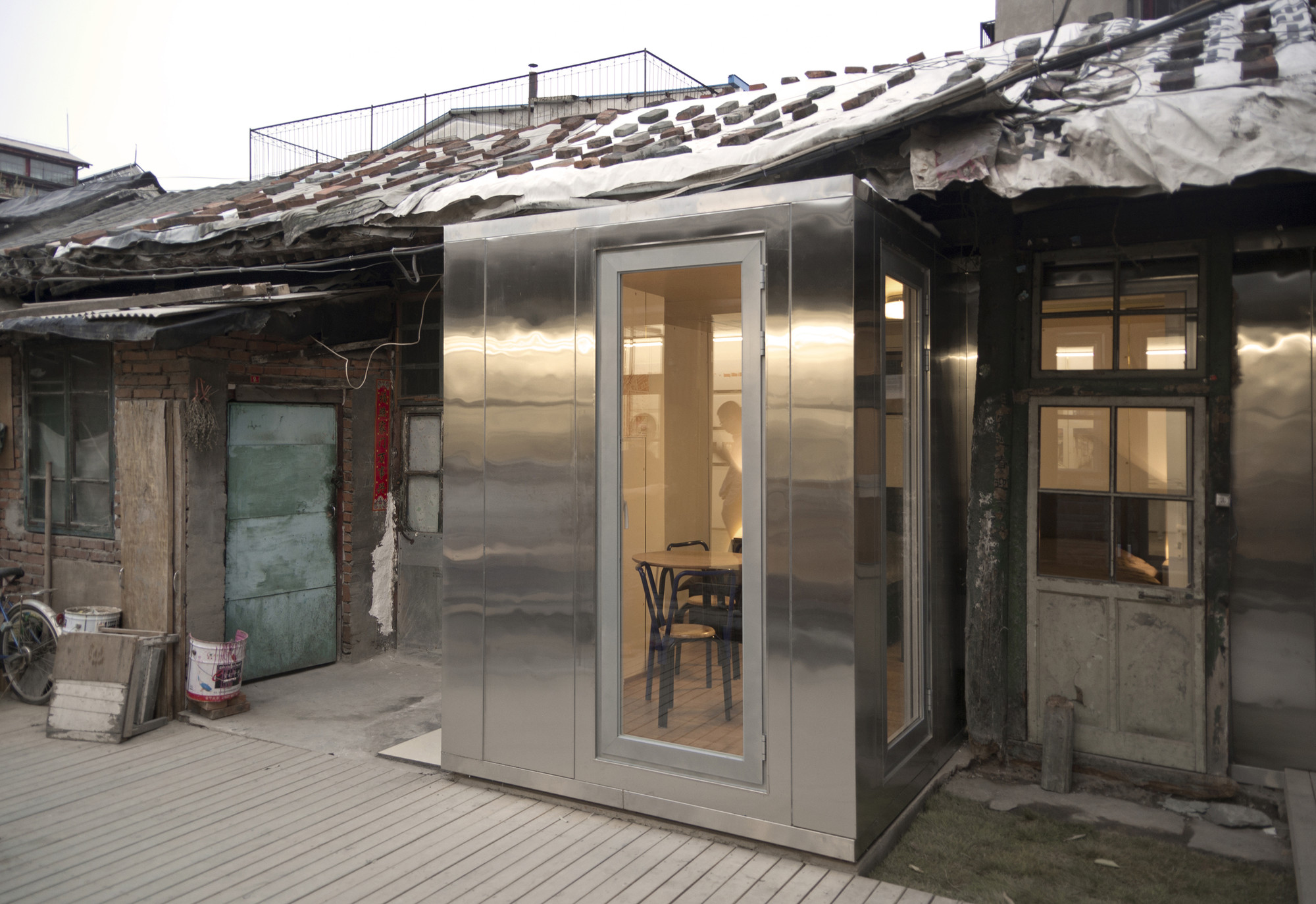 the courtyard house plugin / people's architecture office | archdaily