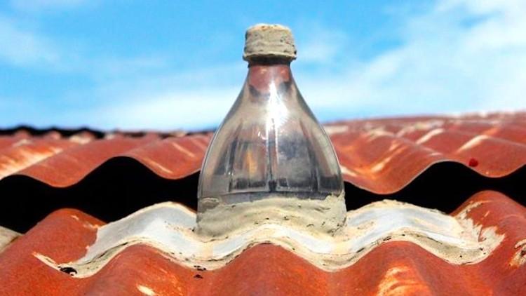 Um Litro de Luz: iluminação através de garrafas recicladas, Cortesía de Litro de Luz