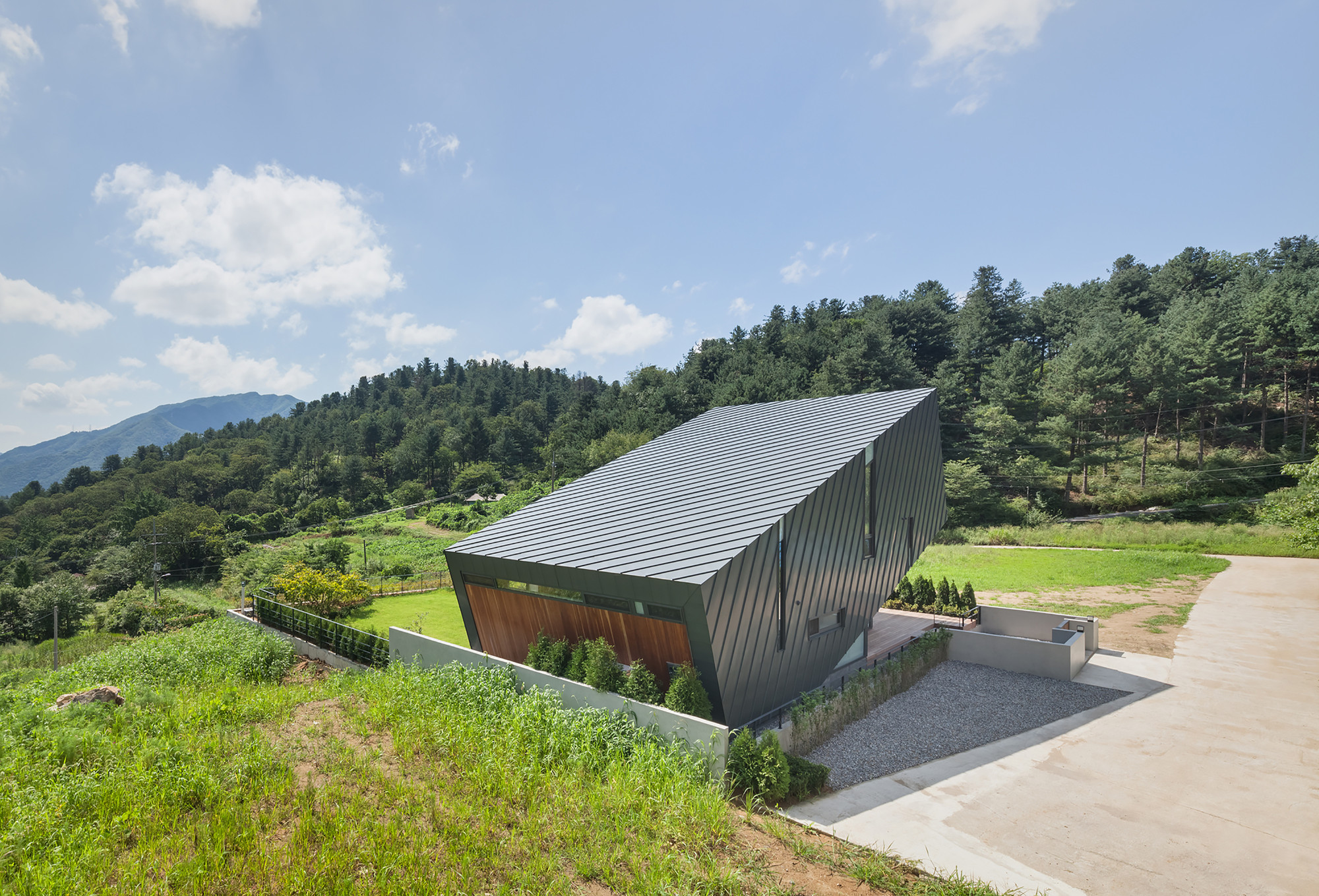 Leaning House  / PRAUD, © Kyungsub Shin